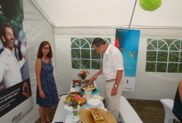 Ehepaar Timmel eröffnet das Kuchenbuffet
